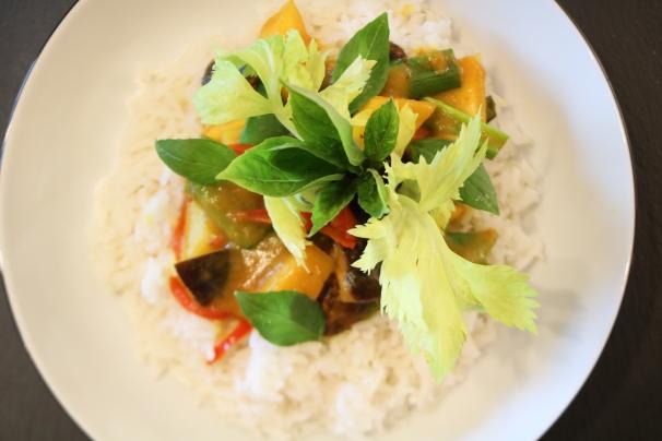 Vegetarische Curry mit Mango und Basmatireis