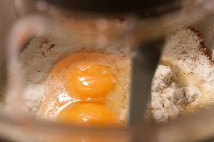 Eier, Mehl, Gewürze und ein klein wenig Mineralwasser