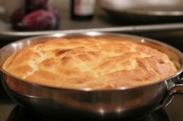 Im Ofen goldbraun gebackener Schmarren
